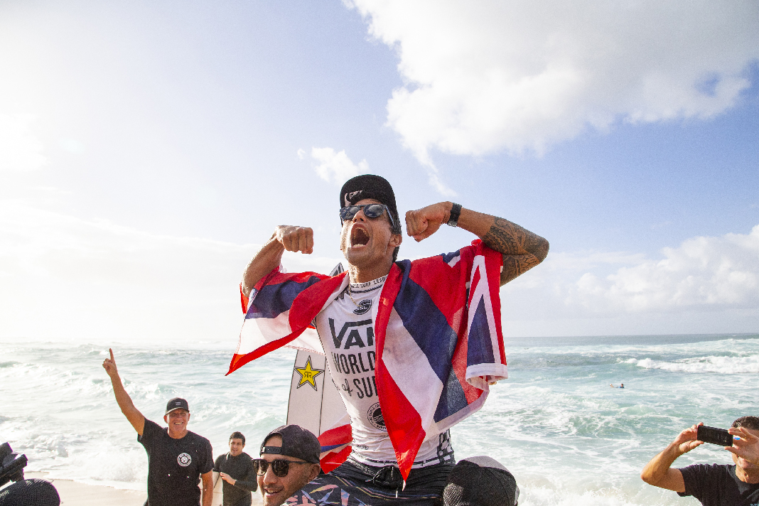b278dd4367 Ezekiel Lau of Hawaii wins the Vans World Cup at Sunset Beach ...